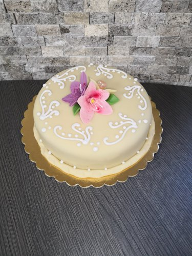 Dobos torta marcipán bevonattal