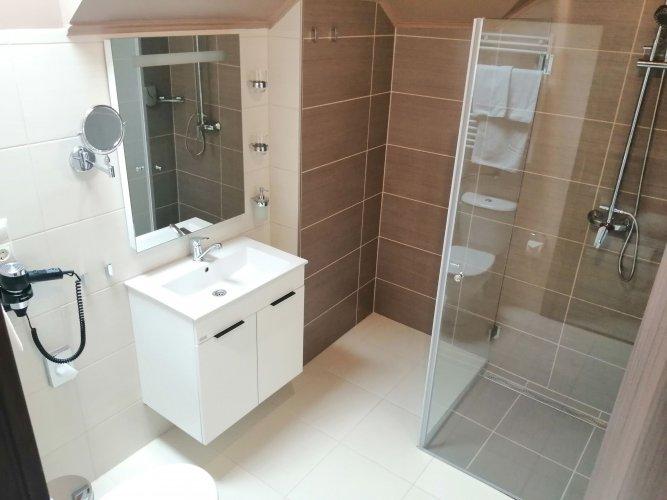 Hotel MeDoRa lakosztály fürdőszoba